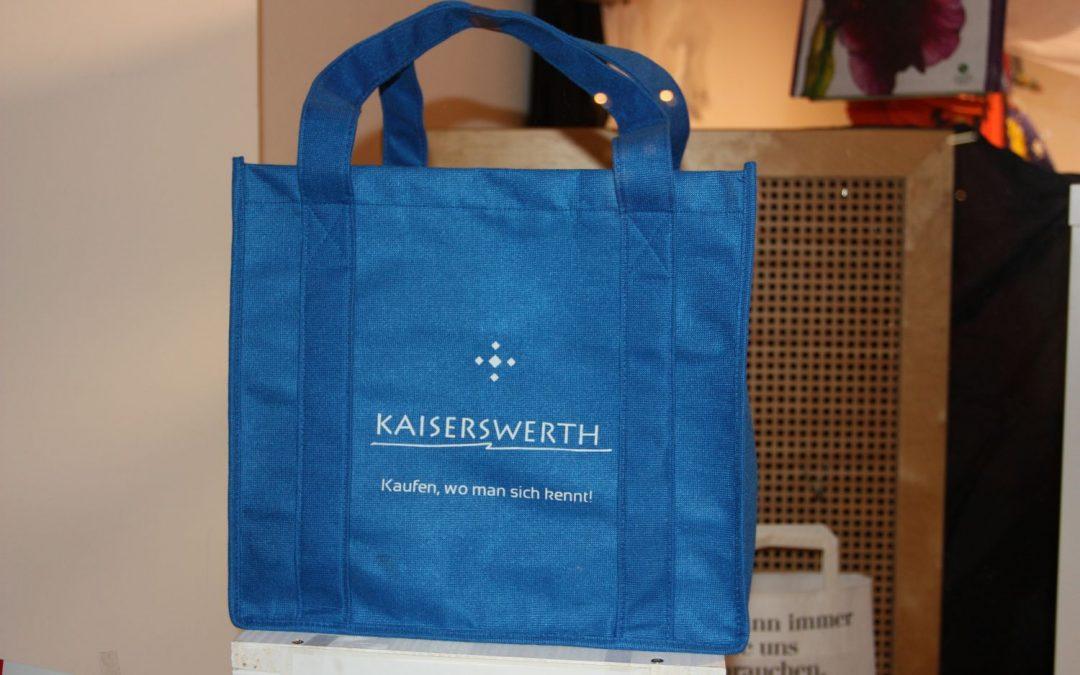 Blaue Tasche wirbt für Kaiserswerth