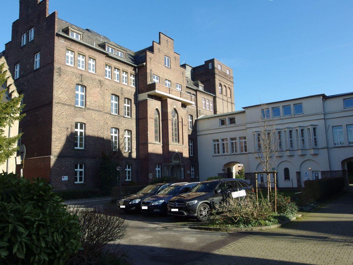 Das Haupthaus des Marienkrankenhauses von Osten (An St. Swidbert). Foto: SO