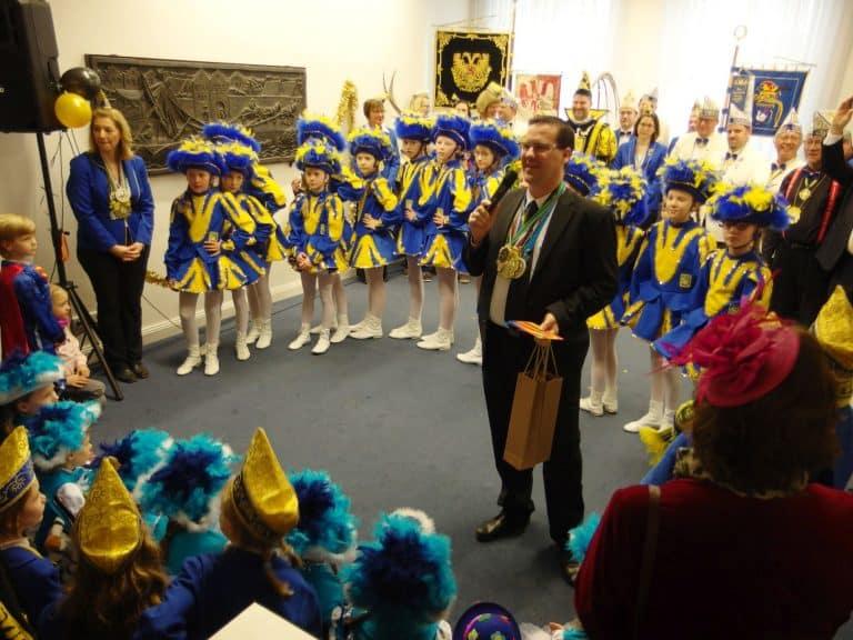 Auftritt der Angersternchen und Begrüßung durch Bezirksbürgermeister Stefan Golißa