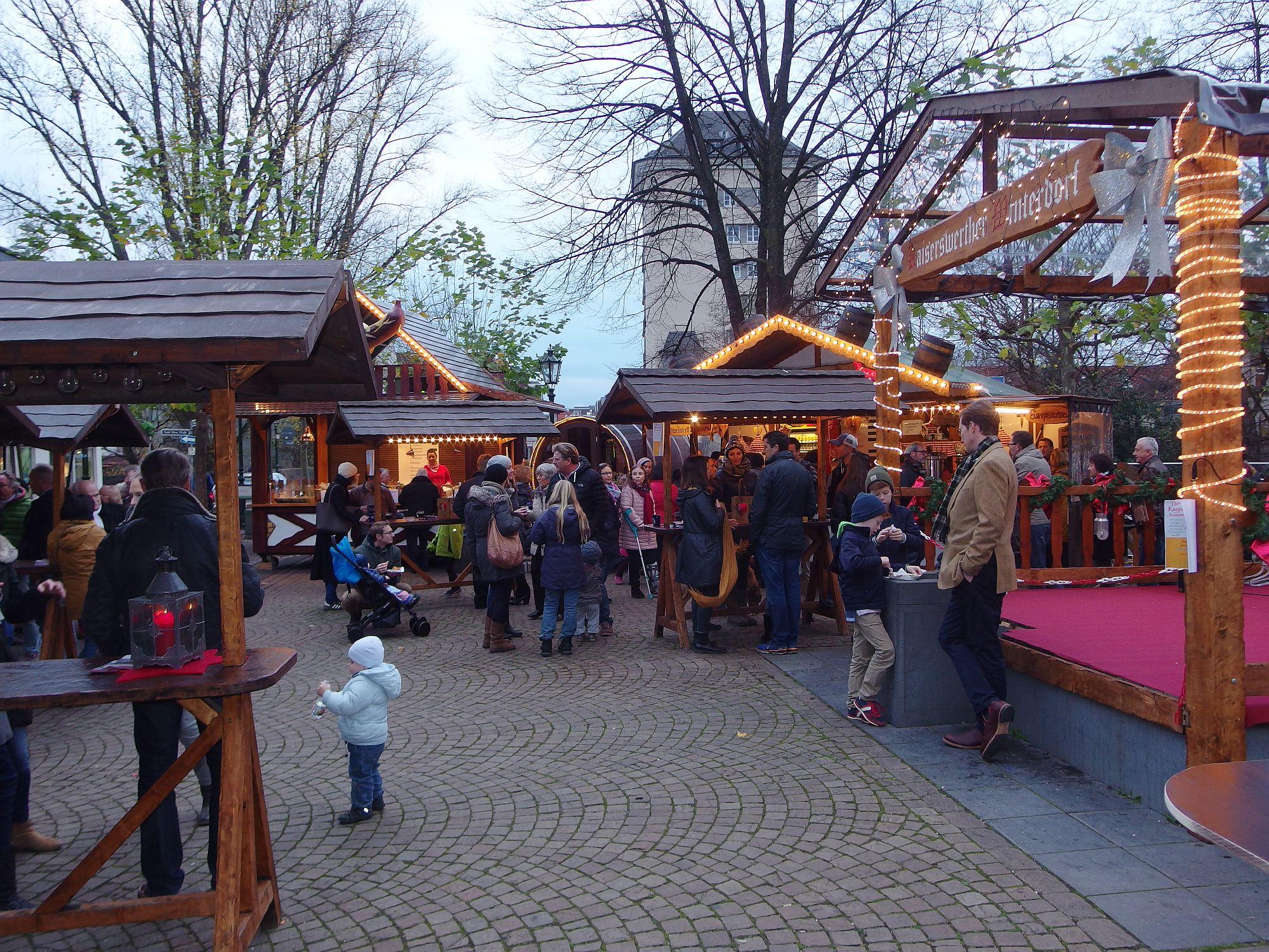 Stimmungsvoller Weihnachtsmarkt in Kaiserswerth. Foto: Archiv SO